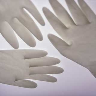 Sterile vs Nonsterile Gloves in Surgery and Outpatient Procedures (JAMA Dermatology)